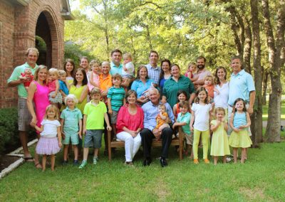 Robert and Sue Sloan with their 7 married children and more than 20 young grandchildren