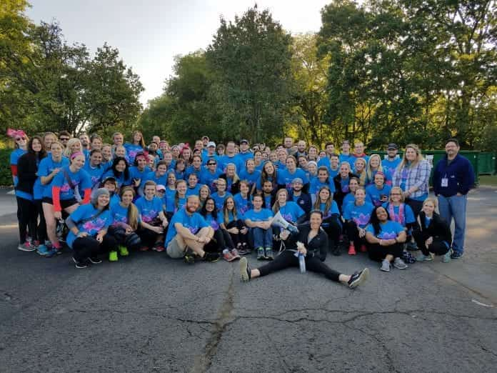 Physical Therapy students, faculty and staff pose for a picture for the Susan G. Komen Race for the Cure.