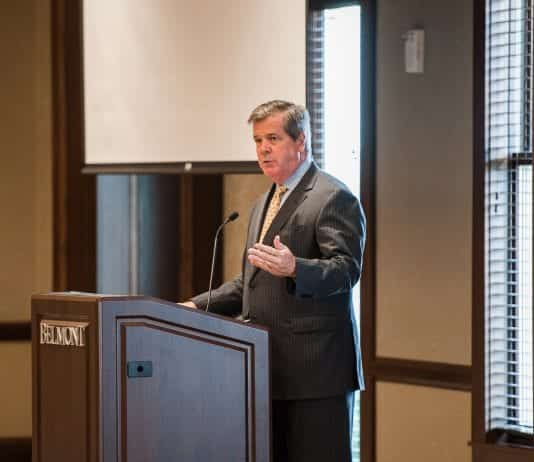 Former Mayor Karl Dean speaks at an event on Belmont's campus.