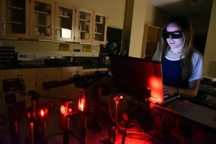 Students work in a lab at Belmont