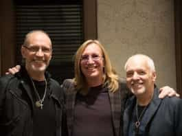 Chuck Ainlay (center) with Gordon Kennedy and Peter Frampton