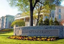 Belmont University sign in front of Freeman Hall
