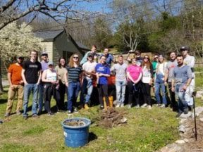 Students volunteer at Owl's Hill