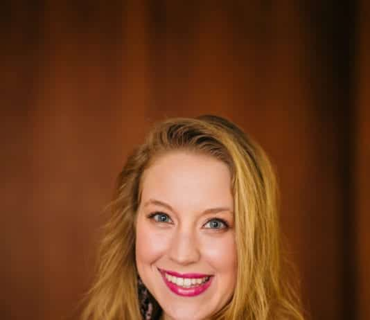 Amanda Ellis Headshot