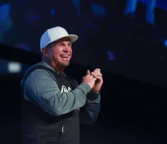 Garth Brooks on stage