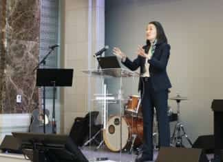 Dr. Kim Se Speaks at Chapel