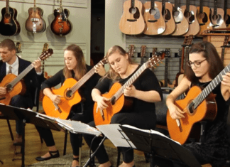 Quartet plays song