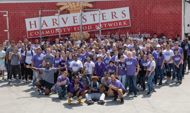 Freshman Class of 2018 takes group photo in front of Harvesters